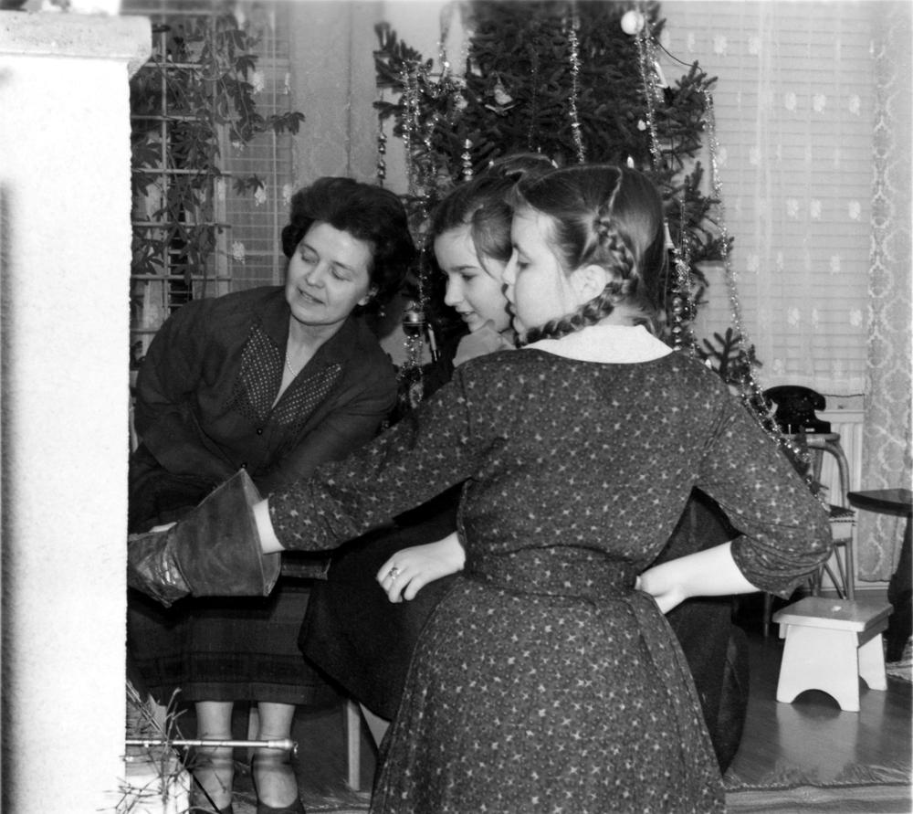 Uudenvuoden viettoa Joensuussa 1950–1960-luvuilla. Kuva Pohjois-Karjalan museo.