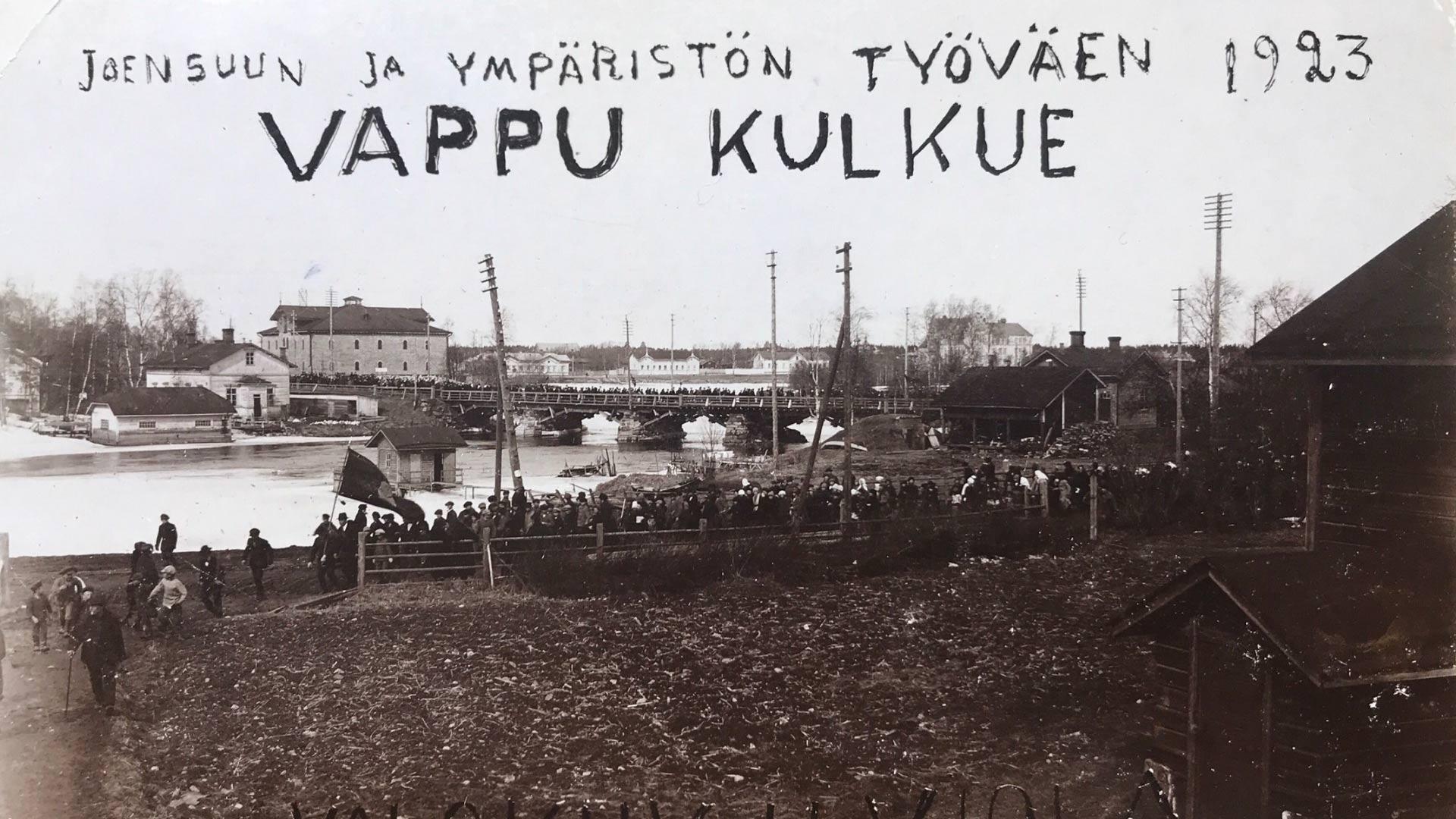 Työväen vappukulkue vuonna 1923 Joensuussa. Kuva PK-museo.