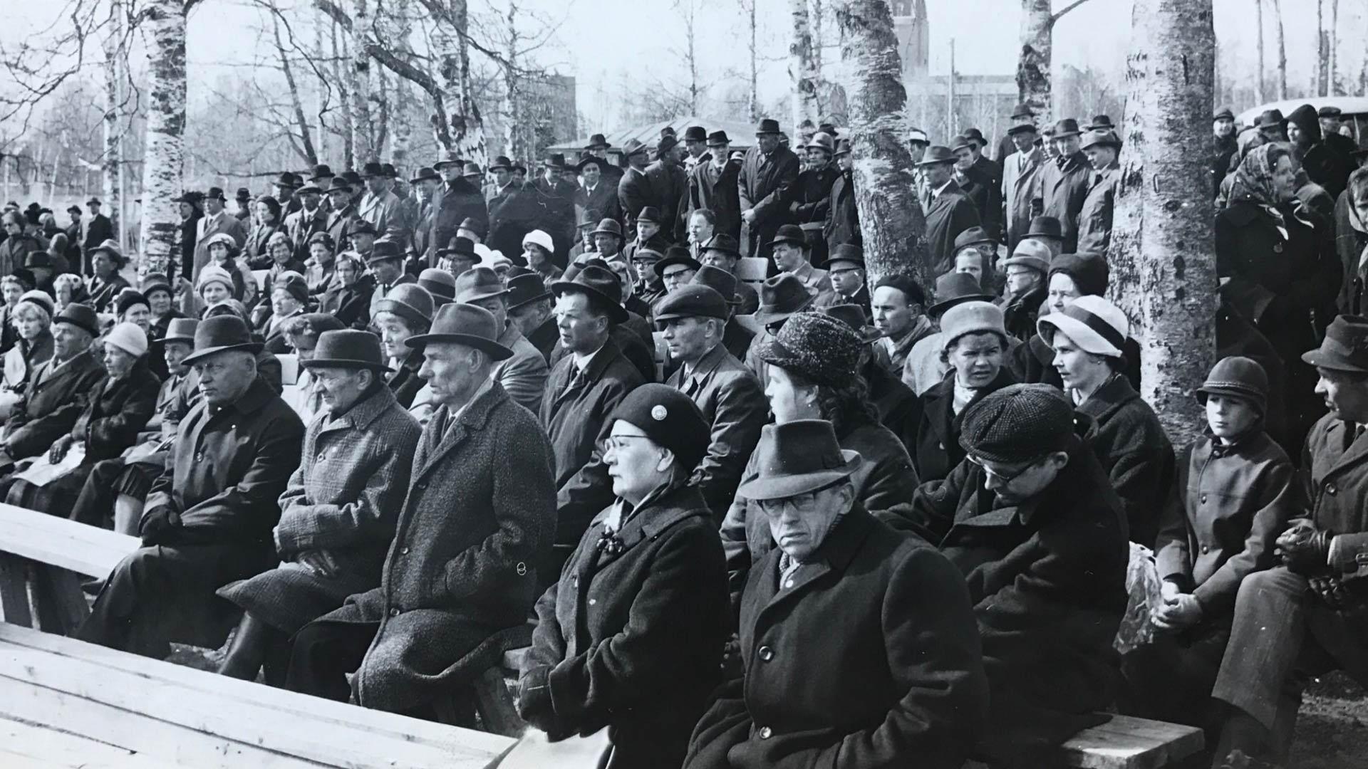 Joensuun Sosiaalidemokraattien vappujuhla Ilosaaressa vuonna 1965. Kuva PK-museo